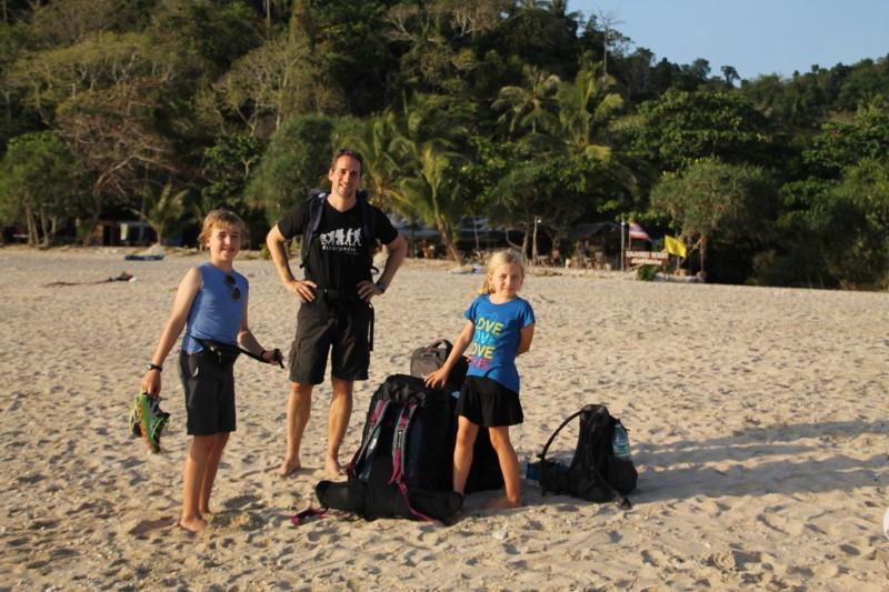 """Notre """"débarquement"""" sur la charmante petite île de Koh Muuk."""