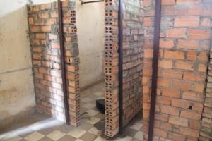 Les salles de classe ont été cloisonnés en cellules pour prisonniers.