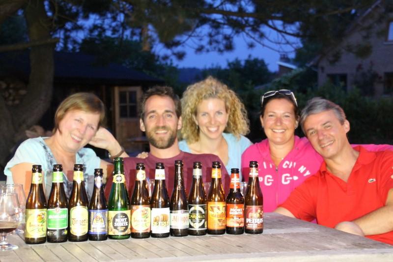 Derrière les 12 meilleures bières au monde: Jojo, Eric, Corinne, Sylvie et Marc.